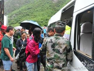 九寨沟县一村庄突发泥石流 被困人员与受灾群众已安全转移
