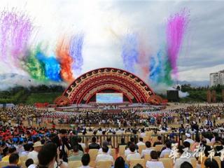 2016四川国际文旅节在凉山开幕 今晚将举行火把狂欢