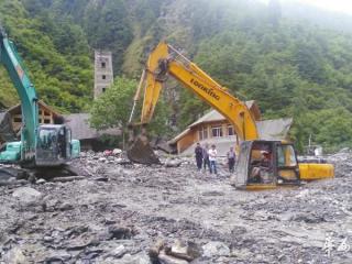 卧龙突发泥石流 省道303交通中断 熊猫平安人出行难