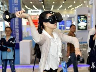 """""""VR+医疗""""1:1还原手术室 医生身临其境""""操刀""""外科手术"""