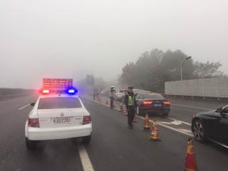 大雾橙色预警 四川8日晨大部分高速公路关闭