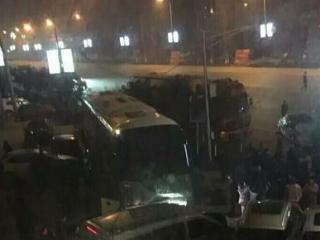 四川广安一乘客临时下车遭拒 抢夺方向盘致8车相撞