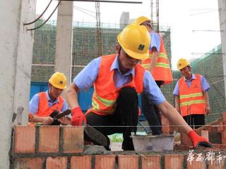 工地变形计 土建工程师刚砌十匹砖 汗水如雨下