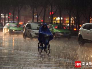 傍晚阵雨造访成都 最近几天早晚出门记得带把伞哦!