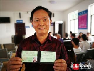 四川自贡年龄最大的驾校学员成功考到驾照准备自驾游中国
