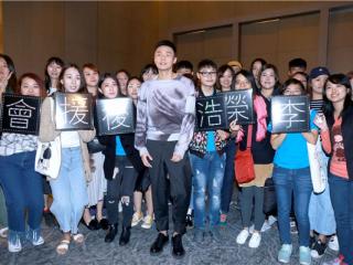 李荣浩发行新专辑《嗯》 一个人为公司挣了一半年终奖