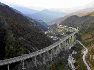 受地质灾害影响 雅西高速荥经段今起实施交通管制 恢复时间待定