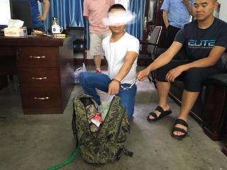 女子凌晨等旅游大巴车被抢  警方30小时抓获嫌疑人