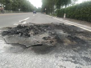 燃气储存站旁路面被烧 疑似人为纵火