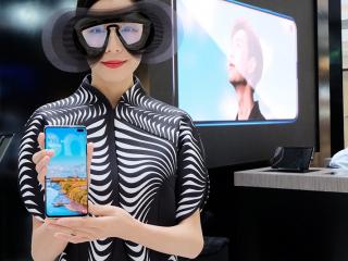 体验三星最新旗舰手机:Galaxy S10这些特性值得上手盘一盘
