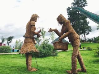 另类文化艺术节 稻草人唱主角