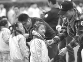 四川师范大学附属实验学校首批住校生回家