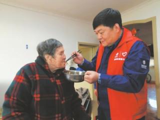 """24年""""电网医生""""鲁鹏 荣获""""全国最美志愿者""""称号"""