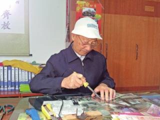 37年收藏36000多张门券 87岁老人开私人博物馆5年