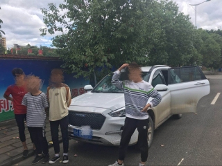 """广元14岁""""熊孩子""""偷开家中越野车 载上三伙伴街头兜风"""
