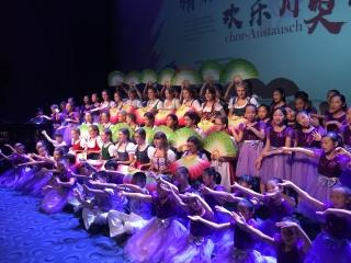 """""""奥地利名片""""维也纳少女合唱团访川 成都大熊猫基地演唱《茉莉花》"""