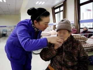 爱心+耐心+贴心 一位优秀养老护理员的一天