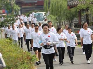 """国际奥委会主席巴赫发来贺词 """"奥林匹克日""""成都400人徒步"""