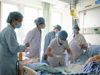 联合会诊查房 省区两级医院携手提升医护服务质量
