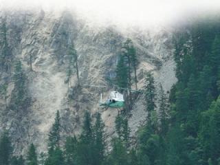 余震中 直升機強降孤島